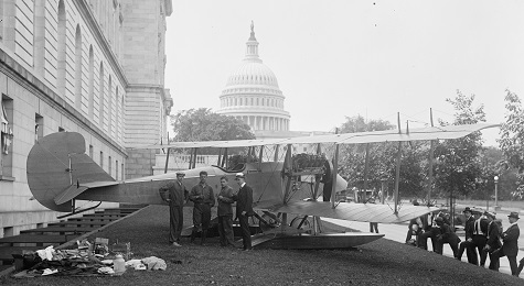 Curtiss plane in front of Capitol in 1917 (LOC)
